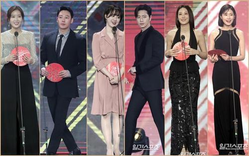 Goo Hye Sun - Kim Hee Sun đẹp hơn hoa, Claudia Kim thành ARMY sau khi trao giải cho BTS tại 'Golden Disc Awards 2018'