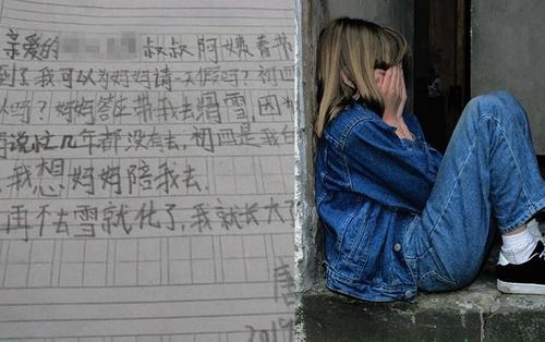 Bé gái 7 tuổi viết thư xin cho mẹ nghỉ Tết một ngày, hành động đáp trả của người sếp khiến ai cũng xúc động