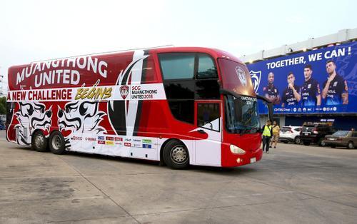 Xe buýt của Muangthong United có gì đặc biệt mà khiến Đặng Văn Lâm cảm thán: 'Xe buýt xịn như máy bay'