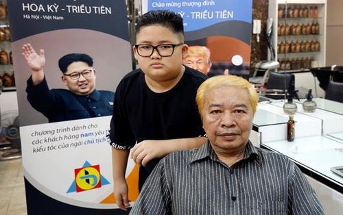 Người Hà Nội hào hứng với cắt tóc miễn phí kiểu ông Trump và Kim Jong-un