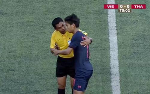 Trọng tài đè ép, U22 Việt Nam hòa đáng tiếc trước Thái Lan đá thô bạo
