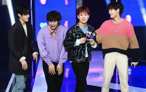 Giành cúp siêu bất ngờ sau 6 năm thất bại, một nhóm nhạc Kpop vướng nghi án gian lận BXH âm nhạc!