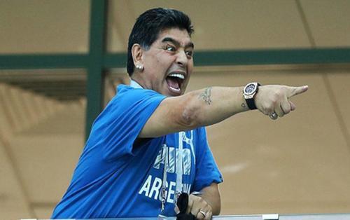 Ngủ với 2 phụ nữ, Maradona có 3 người con ngoài giá thú