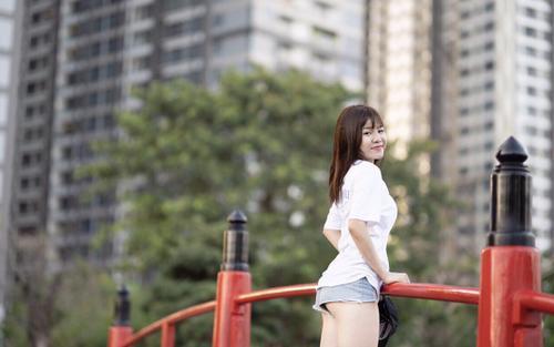 Bạn gái của Đặng Văn Lâm có sở thích 'khoe' vòng ba nóng bỏng