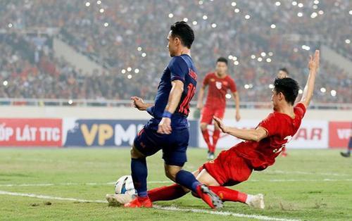 Đội nhà đè bẹp U23 Thái Lan, CĐV Việt Nam tái hiện màn ăn mừng đậm chất công nghệ khiến đối thủ ghen tị