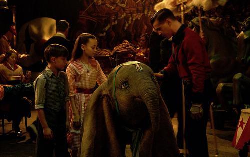 Review 'Dumbo': Câu chuyện về chú voi biết bay nhưng không bay cao bay xa như mong đợi