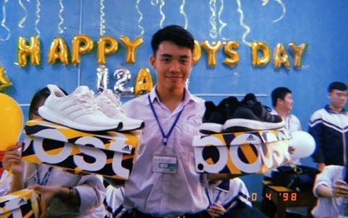 Hội nữ sinh chịu chơi nhất hệ mặt trời: Chi gần 100 triệu mua giày hiệu tặng con trai trong lớp khiến cư dân mạng trầm trồ