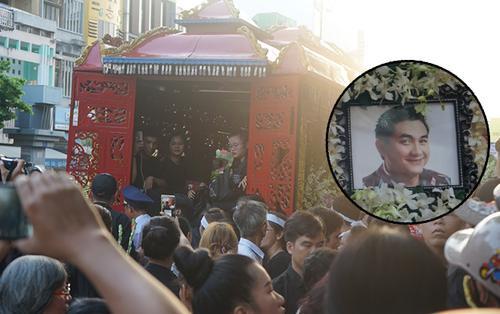 Lễ tang Anh Vũ: Hàng nghìn người hâm mộ đến tiễn biệt, phủ kín đường di quan từ sáng sớm
