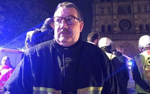 Người hùng xả thân cứu thánh tích vô giá khỏi nhà thờ Đức Bà Paris đang cháy