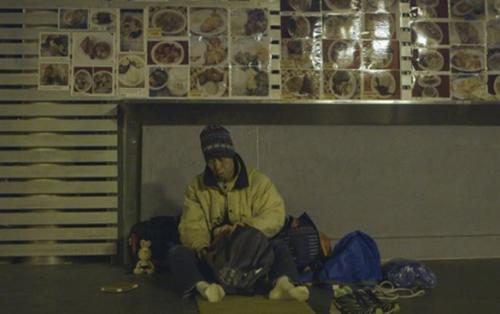 Chán cảnh 'cổ cồn trắng', người đàn ông dọn ra đường sống lang bạt