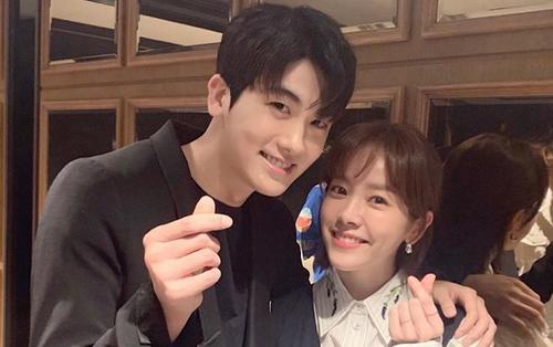 Dù bận bịu Han Ji Min vẫn đến cổ vũ Park Hyung Sik, K-net ngọt ngào gọi 2 tiếng 'chị dâu'