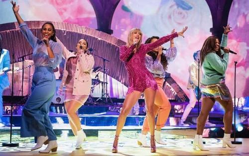 Click xem ngay: Màn live ME! phiên bản solo từ Taylor Swift tại The Graham Norton Show