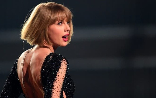 Chưa bao giờ cộng đồng Swifties Việt Nam mong được gặp Taylor Swift như chính lúc này!