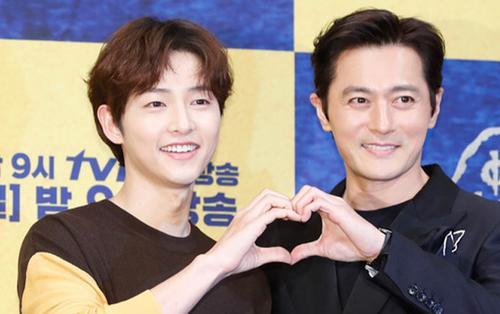 Song Joong Ki điển trai với kiểu tóc thư sinh giao lưu ra mắt phim mới
