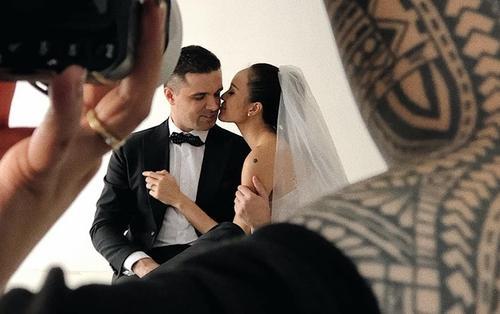 Hậu trường chụp ảnh cưới siêu nhắng nhít của Siêu mẫu Phương Mai và chồng Tây