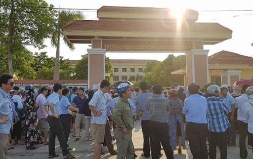 Giám đốc Sở GD&ĐT Quảng Bình trực tiếp gọi điện xin lỗi thí sinh không biết lịch thi lại môn Văn