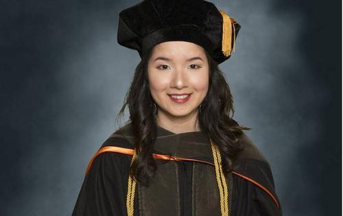 Cô gái Bình Định xuất sắc tốt nghiệp thủ khoa đầu tiên ngành Dược tại ĐH lớn ở Mỹ