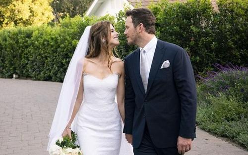 Chris Pratt và Katherine Schwarzenegger chia sẻ tấm ảnh cưới đầu tiên của mình