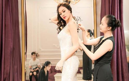 Ông xã ngoại quốc khen Phương Mai quyến rũ khi thử váy cưới