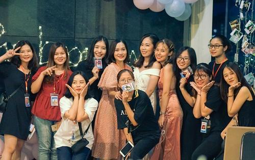Chùm ảnh: Dàn nữ sinh Nhân văn Hà Nội xinh đẹp cùng hội tụ trong đêm prom cuối năm đầy cảm xúc