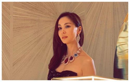 Chăm vợ khéo như Jang Dong Gun, U50 rồi mà sắc vóc vẫn trẻ đẹp kinh ngạc