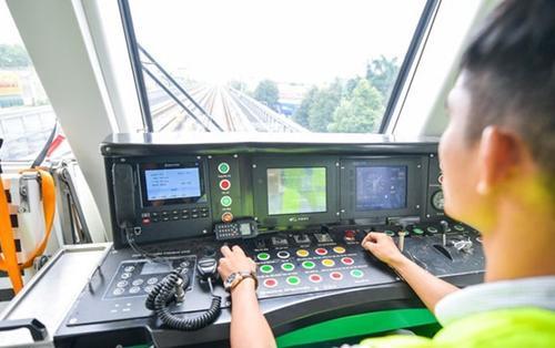 Ảnh: 'Đột nhập' phòng điều hành tàu Cát Linh - Hà Đông