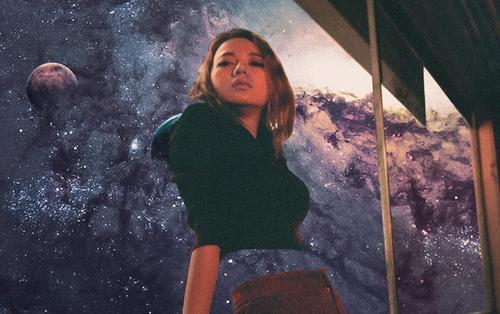 Từ bỏ công việc mơ ước để sống với đam mê âm nhạc, bé Xuân Nghi ngày nào trở lại với MV 'Summer Night'