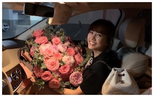 Sinh nhật tuổi 34 Hari Won hạnh phúc khi được Trấn Thành bí mật chuẩn bị quà và khen xinh đẹp tới tận 4h sáng