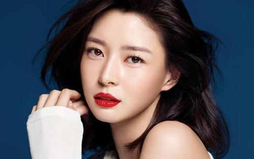 Kwon Nara - Bạn gái tin đồn của Lee Jong Suk là ai?