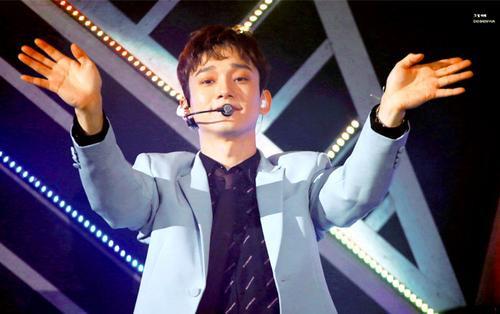 Suho dạy EXO-L cách cổ vũ Chen và điều bất ngờ ở phía sau