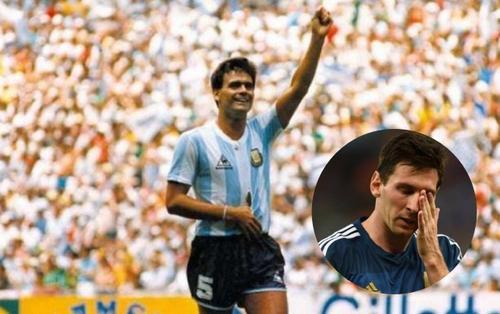 Messi 'sốc' khi huyền thoại bóng đá Argentina qua đời