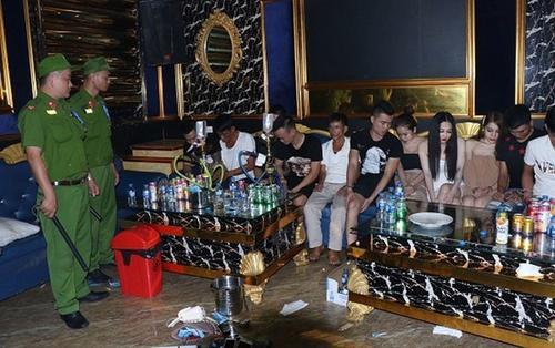 Bắt 20 thanh niên Nghệ An qua Hà Tĩnh 'bay lắc' tập thể trong quán karaoke