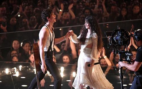 Senõrita của Shawn Mendes và Camila Cabello được đánh giá là một trong những sân khấu tệ nhất MTV VMAs 2019