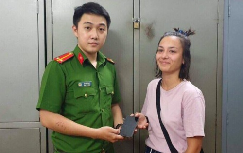 Nam thanh niên cướp giật điện thoại du khách Pháp ở Sài Gòn ra đầu thú