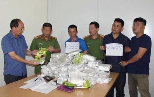 Cảnh sát vây bắt 2 người đàn ôngvận chuyển 50kg ma túy,trị giá khoảng10 tỷ đồng