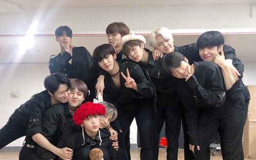 Tiếp tục vượt Red Velvet, X1 thắng cúp thứ 4 trên 'Music Bank' sau 10 ngày debut