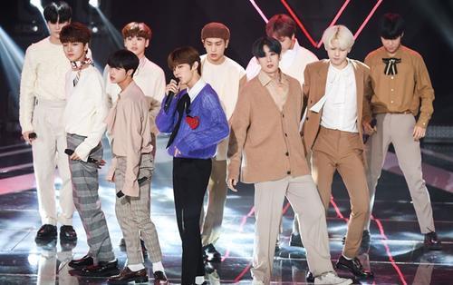 Bộ ảnh đẹp rụng tim của 11 thành viên X1 tại 'The Show': Cho Seung Yeon đọc bảng cửu chương thay vì rap 'Flash'