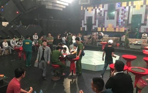 Hàng chục dân chơi dương tính với ma túy chạy tán loạn khi cảnh sát đột kích quán barDiamond Luxury