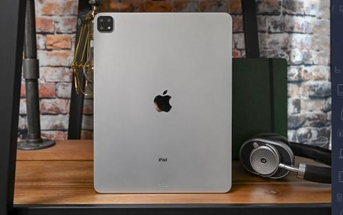 Lộ diện hình ảnh đầu tiên về iPad Pro 2019 với cụm 3 camera 'siêu to khổng lồ'