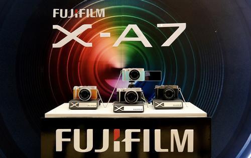Fujifilm ra mắt máy ảnh kĩ thuật số không gương lật X-A7 tại Việt Nam
