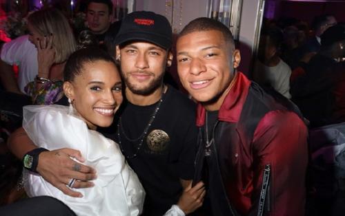 Neymar, Mbappe 'quẩy' tưng bừng với dàn chân dài nóng bỏng