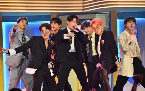 Không chỉ nộp hồ sơ đề cử lên Grammy, RM (BTS) còn bày tỏ mong muốn được trình diễn tại lễ trao giải danh giá này