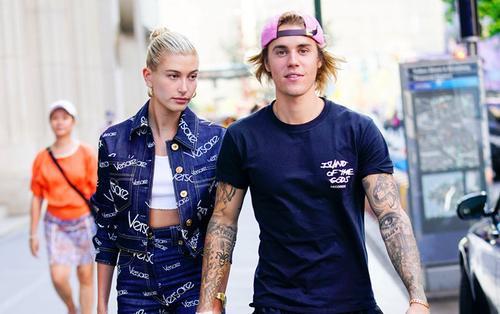 Justin Bieber khoe chiếc vòng cổ đặc biệt mà anh ấy làm cho người vợ Hailey của mình