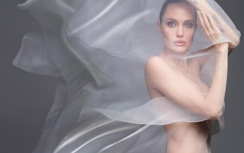 Angelina Jolie khiến fan thổn thức khi bán khỏa thân đẹp ảo diệu trên tạp chí