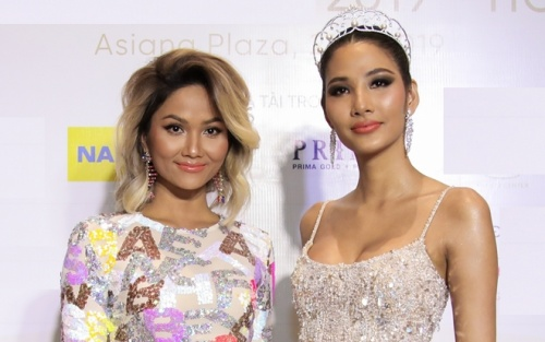 H'Hen Niê đẹp rạng rỡ mừng Hoàng Thùy chính thức đại diện Việt Nam thi Miss Universe 2019