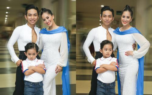 Con trai Khánh Thi gây sốt khi lần đầu biểu diễn cùng bố mẹ