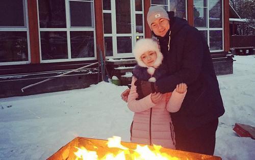Vừa về Nga thăm gia đình, Đặng Văn Lâm đã liên tục khoe ảnh em gái khiến cộng đồng mạng 'tan chảy'