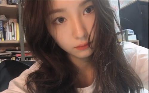 'Thánh mặt đơ' Shin Se Kyung khiến cư dân mạng phát sốt với vẻ đẹp qua camera thường