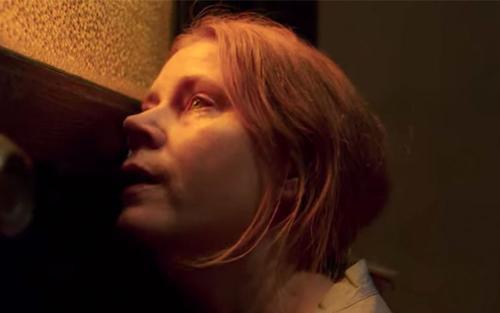 Phim tâm lý kinh dị của Amy Adams tung trailer mới, hồi hộp không kém gì 'Gone Girl'