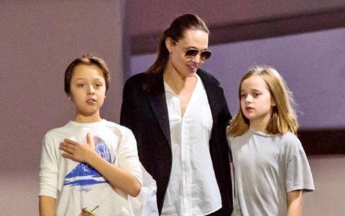 Angelina Jolie đưa các con đi mua sắm Giáng sinh giữa tin đồn ghen lồng lộn với chồng cũ Brad Pitt